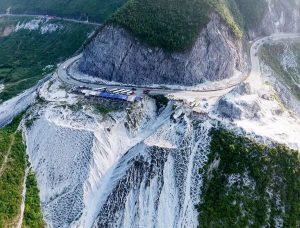 thung khe mountain pass in mai chau valley