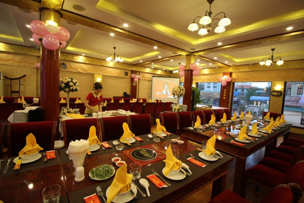 cua vang restaurant in Halong