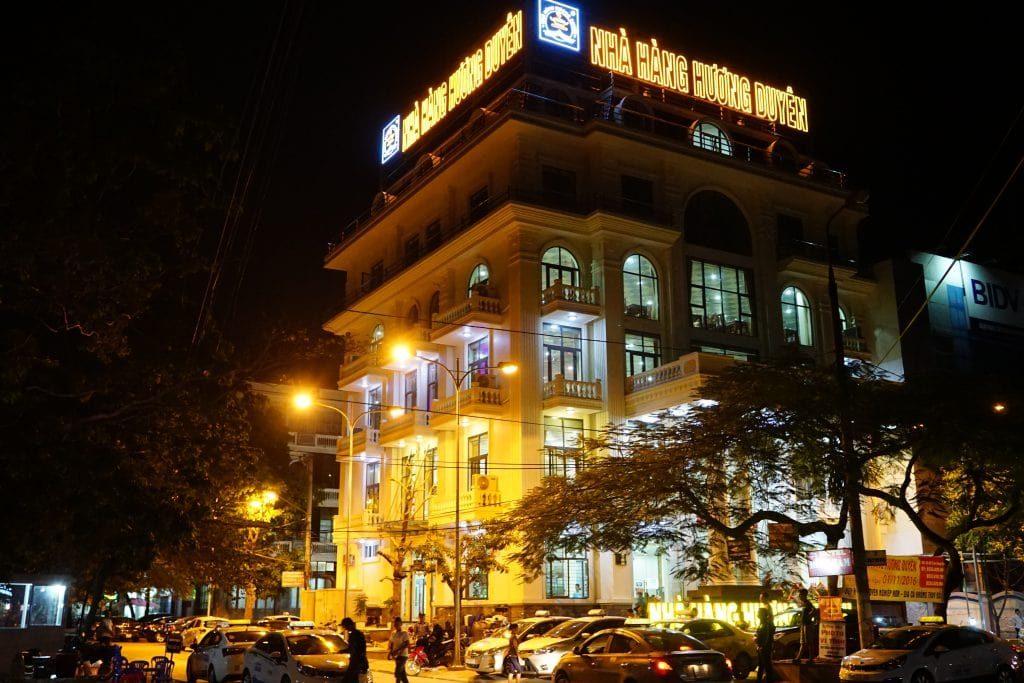 Huong duyen restaurant in halong
