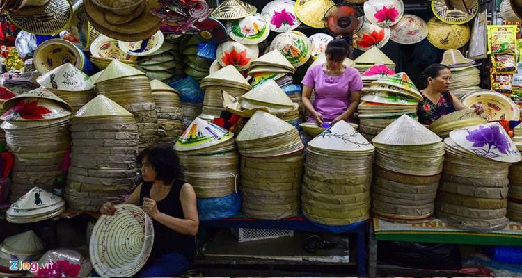 Dong Ba Market sell