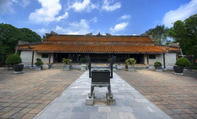 Luong Khiem Palace